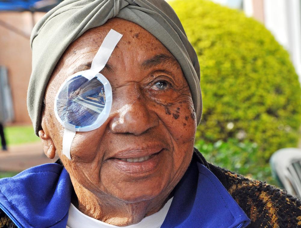 Cirugías de catarata solidarias para 20 personas